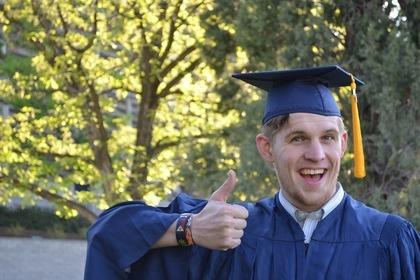 角帽を被った学生