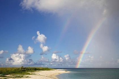 海にかかる虹