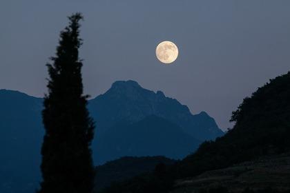 月がよく見える場所