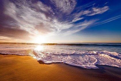 浜辺に打ち寄せる波
