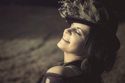帽子が似合う美女