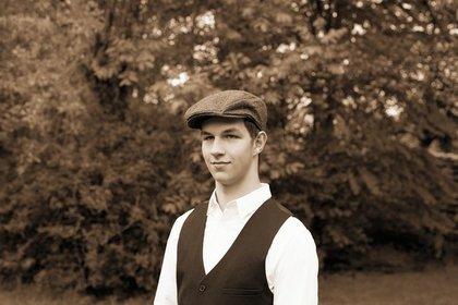 ハンチング帽をかぶった男性