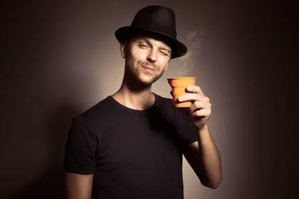 黒い帽子の男性