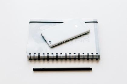 ノートとスマホとペン