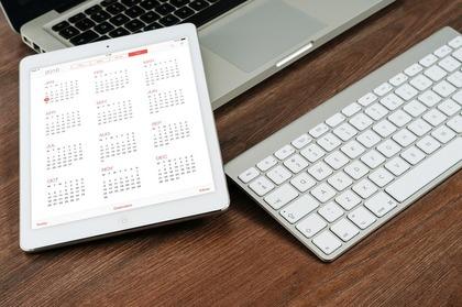 カレンダーを表示するタブレット