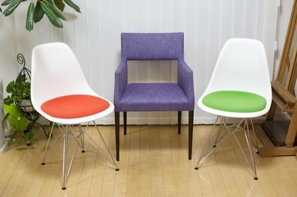 3脚の椅子