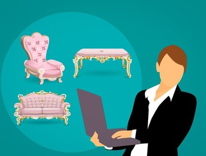 パソコンを持つ女性と椅子
