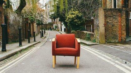 道路と椅子