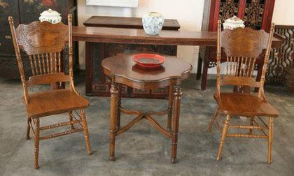 中国の椅子とテーブル