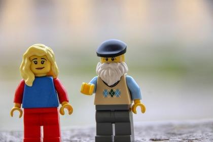 レゴの女性とおじいちゃん
