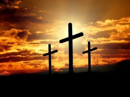 夕日の中の十字架