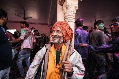 笑っているインド人男性