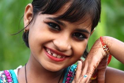 笑顔が素敵なインドの女の子