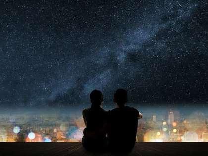 星空と人影