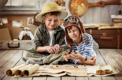 本を読みIQを高める子供たち