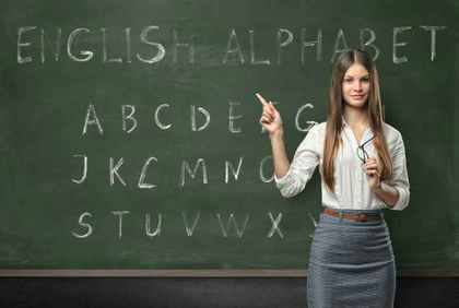 黒板と女性の先生