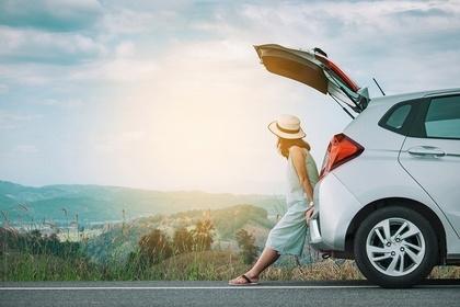 車に座る女性
