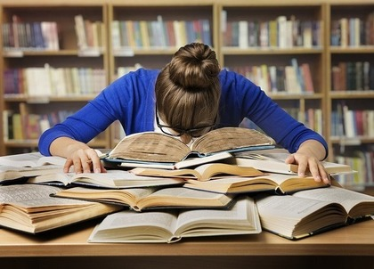 たくさんの本を読む人