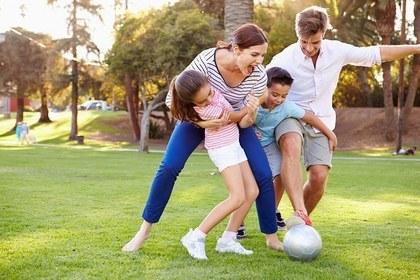 家族でサッカー