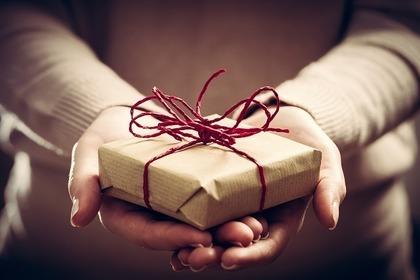 ラッピングされた贈り物