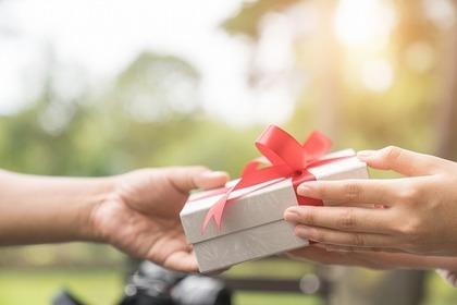 プレゼントを受け取る