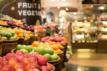 果物が並ぶスーパー