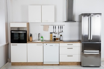 冷蔵庫を含めたキッチンの画像