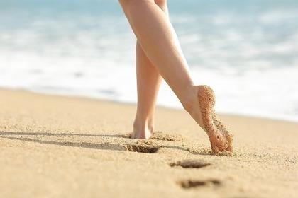 浜辺と女性
