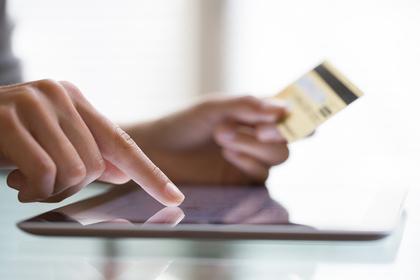 クレジットカードとタブレット端末