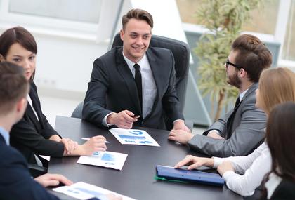 会議室での商談