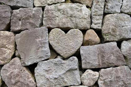 水も滴り続ければ石を削る