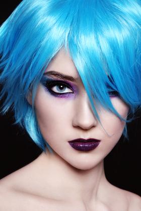 青い髪の人