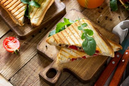 まな板の上のサンドイッチ