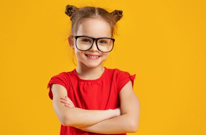 IQが高い眼鏡の子供