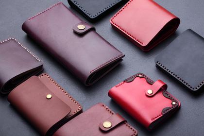 様々な大きさの財布