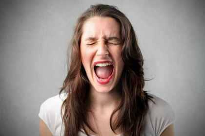 「我を忘れて泣き叫ぶこと」にも使われている「哭く」
