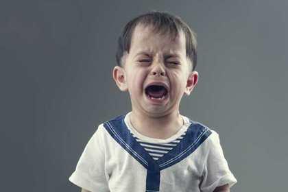 危機的状況の子供の画像