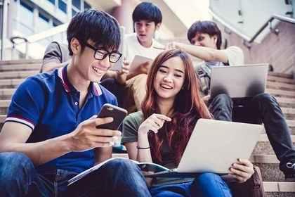 生徒会活動をする学生の画像