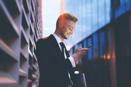 ネクタイをしている男性
