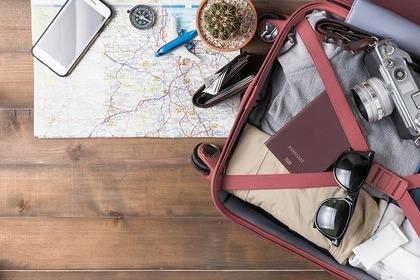 スーツケースと地図