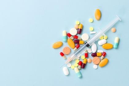 注射ポンプと錠剤