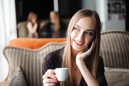 コーヒータイムの女性