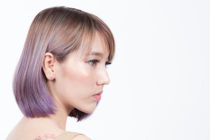 紫メッシュの女性